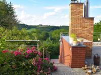 pohled z horní terasy (Prodej domu v osobním vlastnictví 186 m², Praha 6 - Suchdol)