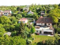 dům v zeleni (Prodej domu v osobním vlastnictví 186 m², Praha 6 - Suchdol)