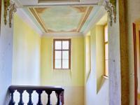 schodiště s freskou (Prodej historického objektu 1200 m², Petrovice)