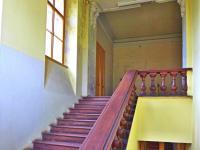 schodiště do reprezentačních prostor (Prodej historického objektu 1200 m², Petrovice)