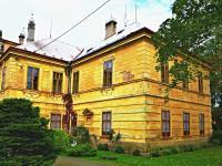 boční pohled (Prodej historického objektu 1200 m², Petrovice)
