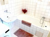 koupelna (Prodej bytu 4+kk v osobním vlastnictví 100 m², Praha 6 - Dejvice)