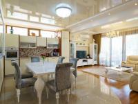 Prodej domu v osobním vlastnictví 225 m²