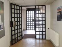 zabezpečený vchod (Pronájem kancelářských prostor 30 m², Praha 5 - Hlubočepy)
