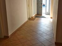chodba (Pronájem bytu 2+1 v osobním vlastnictví 80 m², Praha 5 - Smíchov)