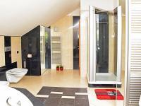 koupelna (Prodej domu v osobním vlastnictví 273 m², Pardubice)