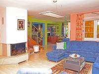 obývák (Prodej domu v osobním vlastnictví 273 m², Pardubice)