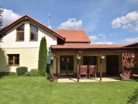 terasa (Prodej domu v osobním vlastnictví 273 m², Pardubice)
