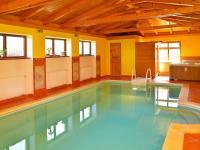 bazén (Prodej domu v osobním vlastnictví 273 m², Pardubice)