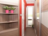 chodba (Prodej bytu 3+1 v osobním vlastnictví 68 m², Praha 8 - Kobylisy)