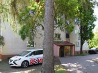vstup do domu (Prodej bytu 3+1 v osobním vlastnictví 68 m², Praha 8 - Kobylisy)
