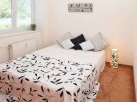 ložnice (Prodej bytu 3+1 v osobním vlastnictví 68 m², Praha 8 - Kobylisy)