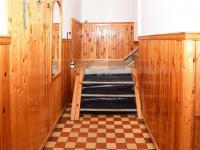 Samostatné schodiště do patra.  (Prodej domu v osobním vlastnictví 118 m², Brázdim)
