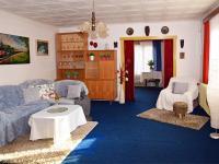 2. byt v patře - obývací pokoj se vstupem na balkón.  (Prodej domu v osobním vlastnictví 118 m², Brázdim)