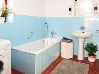 2. byt v patře velká koupelna. (Prodej domu v osobním vlastnictví 118 m², Brázdim)