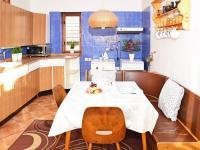 2. byt v patře - samostatná kuchyň.  (Prodej domu v osobním vlastnictví 118 m², Brázdim)