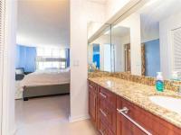 koupelna u modré ložnice - Prodej bytu 3+kk v osobním vlastnictví 121 m², Fort Lauerdale