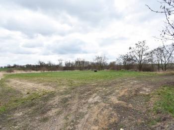 Prodej pozemku 4358 m², Byšice