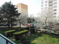 výhled z lodžie - Pronájem bytu 2+1 v osobním vlastnictví 58 m², Praha 4 - Kamýk