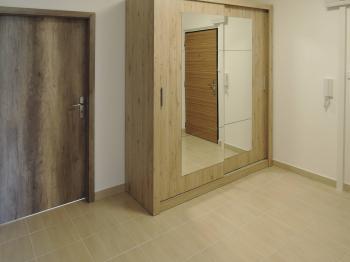 předsíň - Pronájem bytu 2+1 v osobním vlastnictví 58 m², Praha 4 - Kamýk