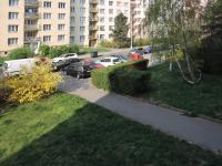 parkováni před domem - Pronájem bytu 2+1 v osobním vlastnictví 58 m², Praha 4 - Kamýk