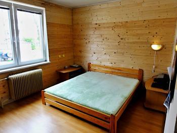 ložnice - Prodej bytu 3+1 v osobním vlastnictví 72 m², Řečany nad Labem
