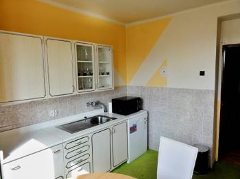 kuchyň (2) - Prodej bytu 3+1 v osobním vlastnictví 72 m², Řečany nad Labem