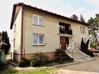 pohled na dům - Prodej bytu 3+1 v osobním vlastnictví 72 m², Řečany nad Labem