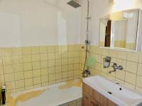 koupelna - Prodej bytu 3+1 v osobním vlastnictví 72 m², Řečany nad Labem