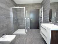 Koupelna.  - Prodej domu v osobním vlastnictví 294 m², Velké Přítočno