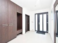Vstupní chodba. - Prodej domu v osobním vlastnictví 294 m², Velké Přítočno