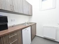 Garáž s kanceláří, kuchyňkou a příslušenstvím. - Prodej domu v osobním vlastnictví 294 m², Velké Přítočno