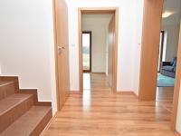 Chodba v přízemí. - Prodej domu v osobním vlastnictví 93 m², Vinařice