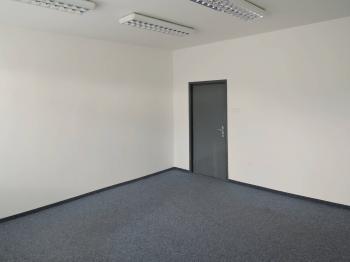 vchod do kanceláře - Pronájem kancelářských prostor 24 m², Praha 5 - Radotín