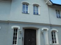 vstup do domu (Prodej bytu 1+kk v osobním vlastnictví 31 m², Rokytnice nad Jizerou)