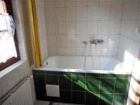 apartmán v přízemí (Prodej domu v osobním vlastnictví 320 m², Desná)