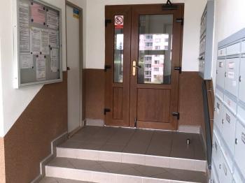 vestibul domu - Prodej bytu 2+kk v osobním vlastnictví 36 m², Liberec