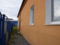 vchod (Prodej domu v osobním vlastnictví 200 m², Úherce)