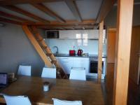 jídelní kout (Prodej bytu 1+kk v osobním vlastnictví 31 m², Kořenov)