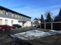 okolí domu (Prodej bytu 1+kk v osobním vlastnictví 31 m², Kořenov)
