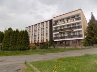 pohled na objekt z ulice (Prodej penzionu 1500 m², Zlatá Olešnice)