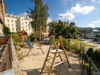 dětské hřiště u domu (Pronájem bytu 4+1 v osobním vlastnictví 110 m², Jablonec nad Nisou)