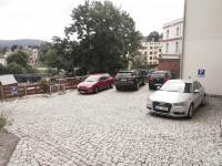 parkoviště za domem (Pronájem bytu 4+1 v osobním vlastnictví 110 m², Jablonec nad Nisou)