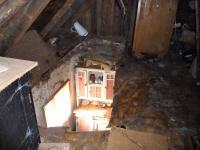 foto 17 - půda - propadlý strop do kuchyně (Prodej chaty / chalupy 85 m², Pěnčín)