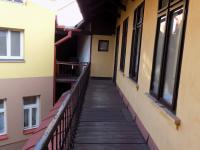 foto 41 - 1. p. - přístup po pavlači k bytu č. 2 - Prodej komerčního objektu 366 m², Jilemnice