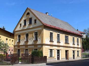 foto 2 - pohled na dům - Prodej komerčního objektu 366 m², Jilemnice