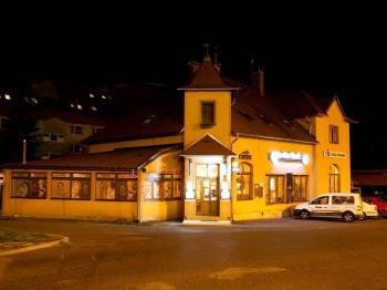 pohled na pension večer - Prodej penzionu 650 m², Hrádek nad Nisou
