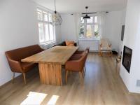 foto 8 - obývací pokoj s kuchyní ve 2. NP - Prodej domu 160 m², Janov nad Nisou