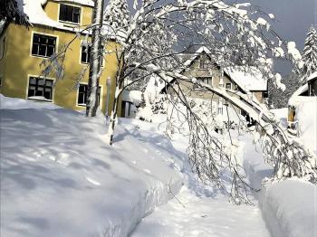 foto 3 - pohled na dům  - Prodej domu 160 m², Janov nad Nisou