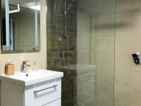 foto 10 - koupelna s WC ve 2. NP - Prodej domu 160 m², Janov nad Nisou